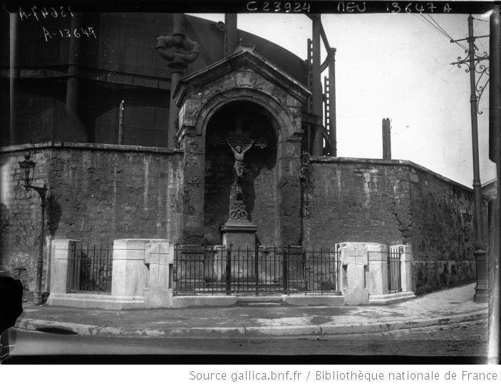 Fichier:Le calvaire rue d'Aubervilliers en 1924.jpg