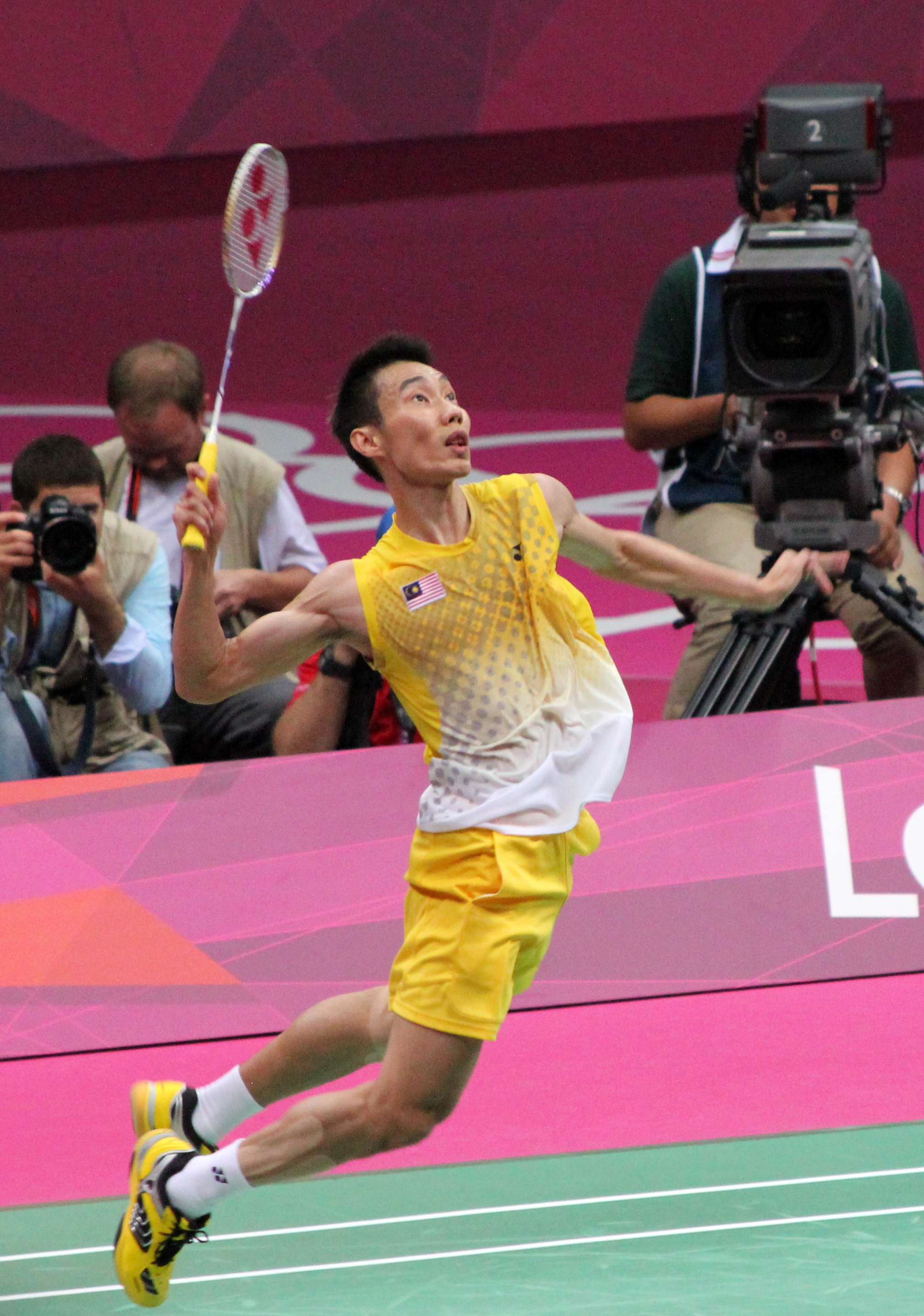 File Lee Chong Wei Prepares To Smash cropped Wikimedia mons