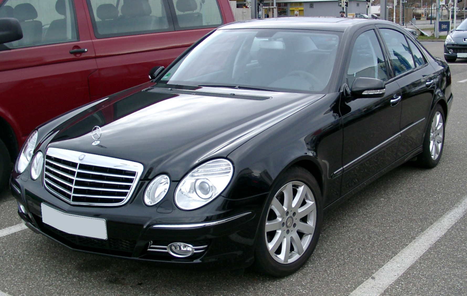http://upload.wikimedia.org/wikipedia/commons/0/06/Mercedes_W211_front_20080127.jpg