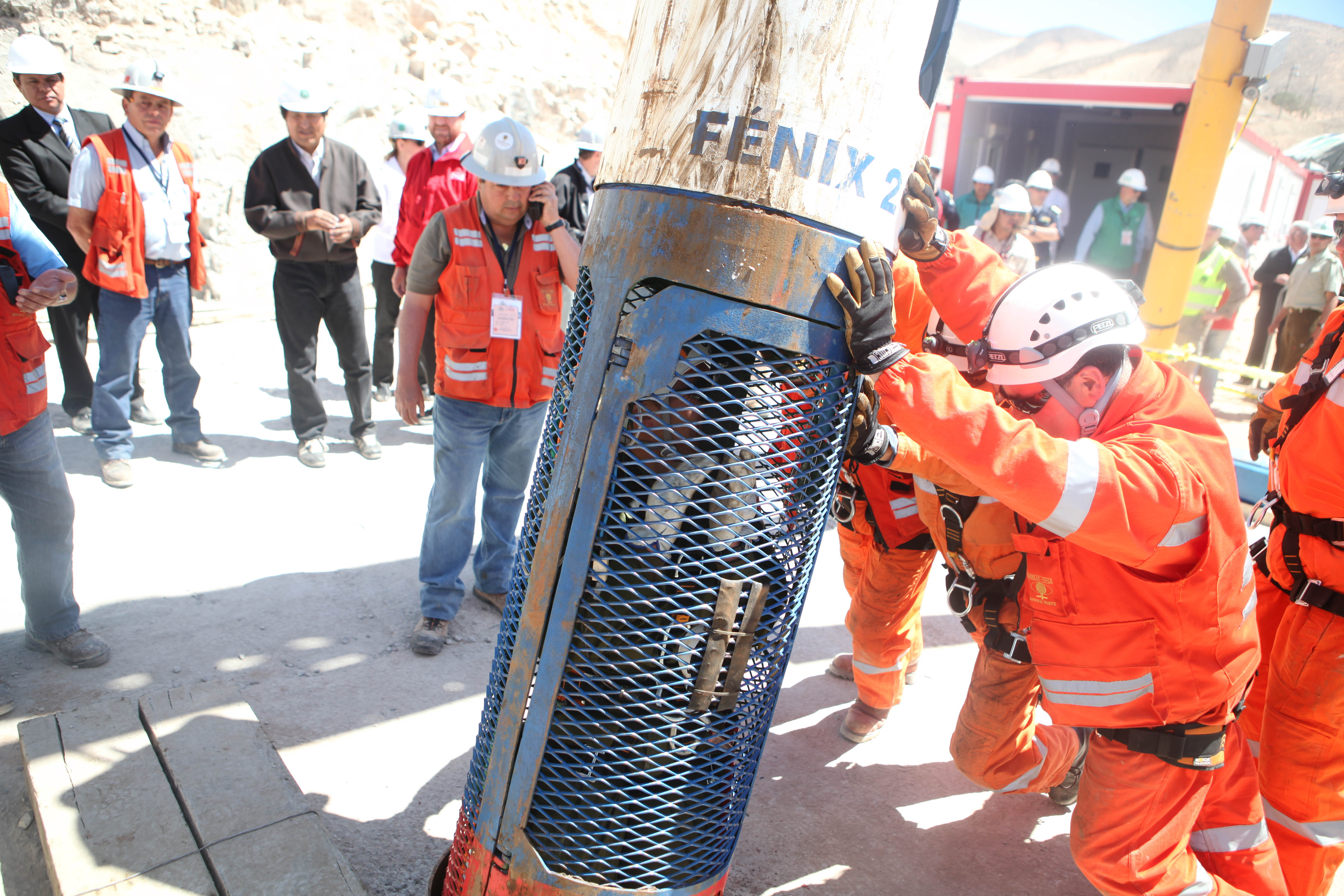 chilean mine The heroic rescue of 33 chilean miners, trapped for nearly 70 days, riveted the world but the miraculous story is about the leadership of shift boss luis urzua.