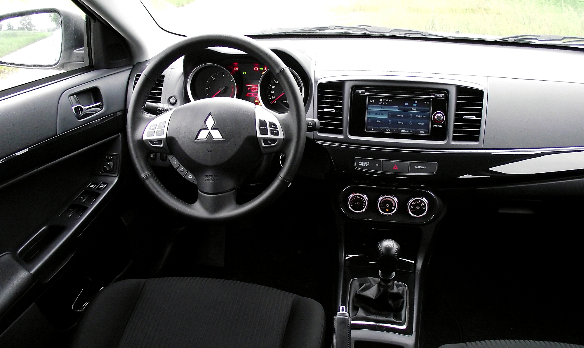 Datei mitsubishi lancer sportback cockpit interieur for Interieur wikipedia