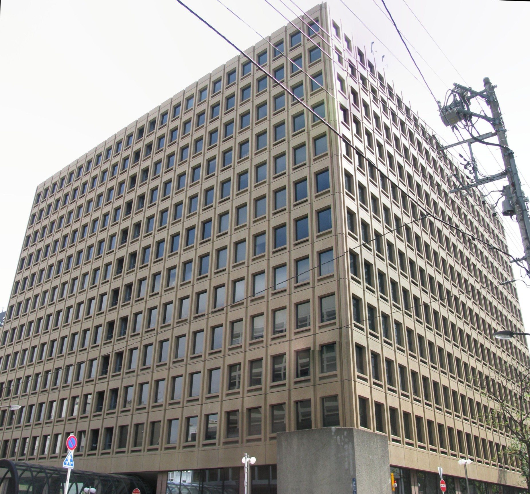 https://upload.wikimedia.org/wikipedia/commons/0/06/Mori_Building_37_-01.jpg