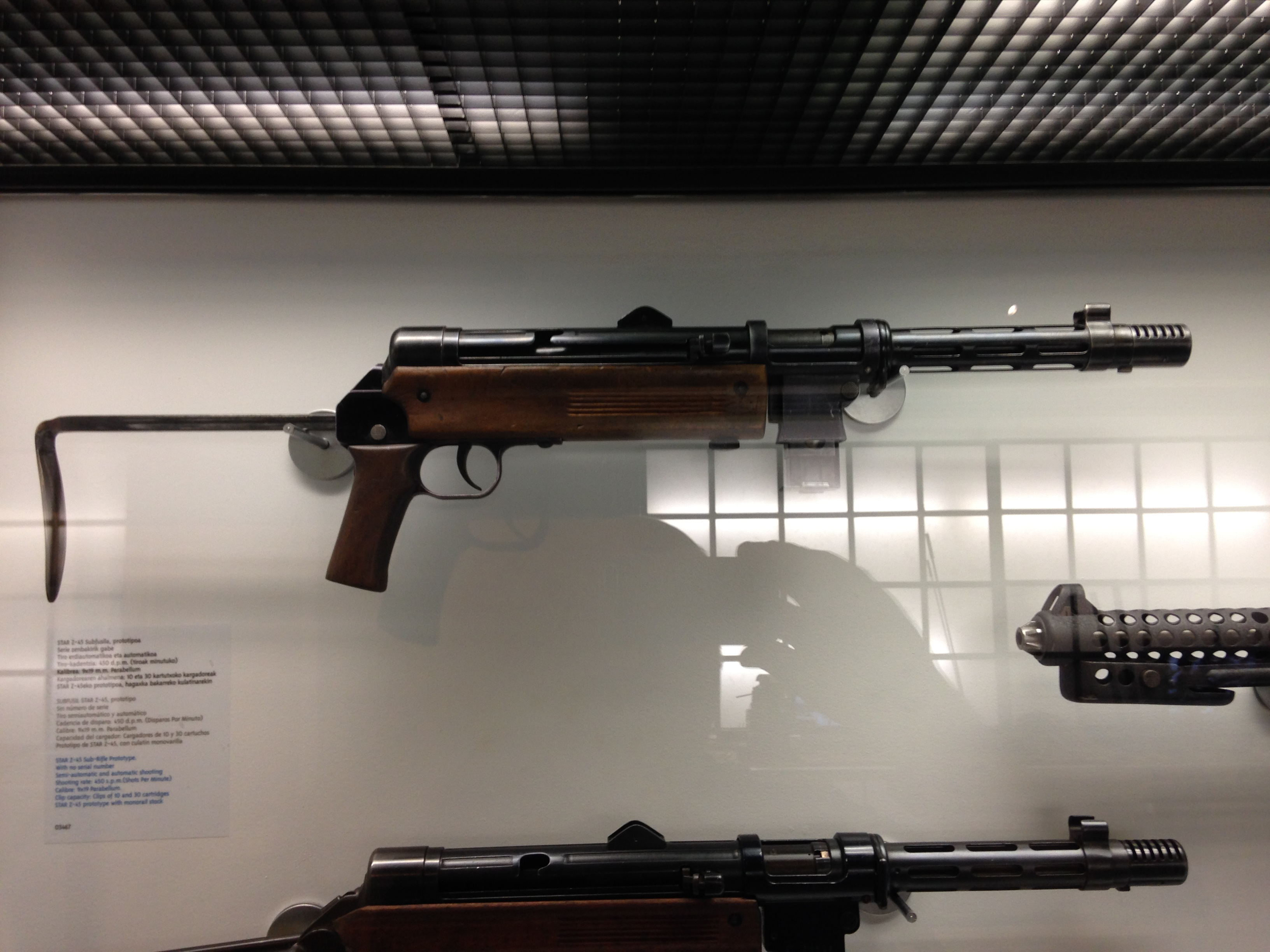File:Museo Eibar Subfusil Z-45 STAR 2 JPG - Wikimedia Commons