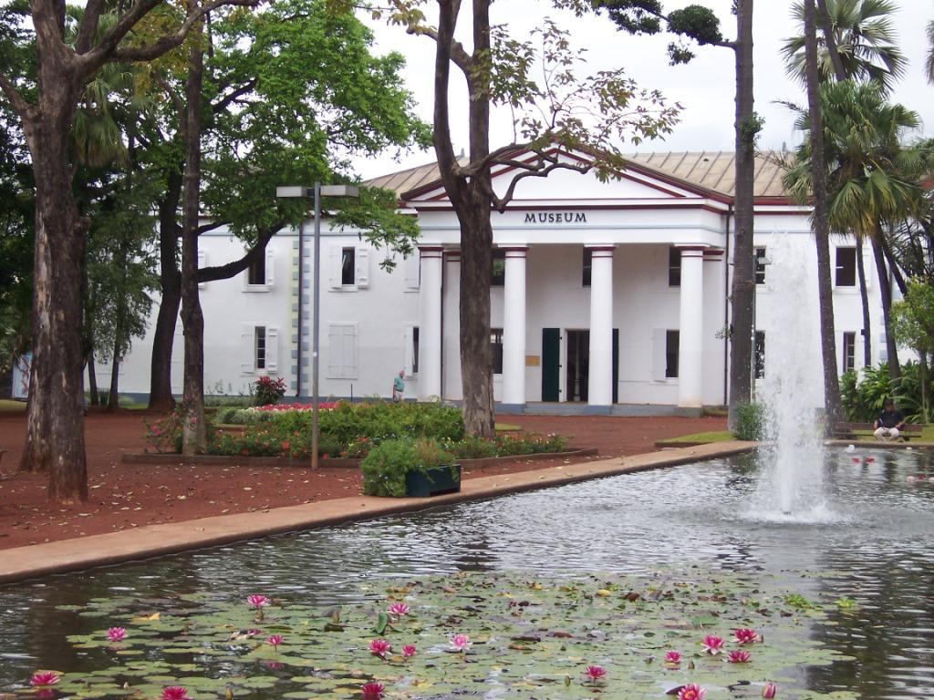 Mus um d 39 histoire naturelle de la r union wikip dia Histoire des jardins wikipedia