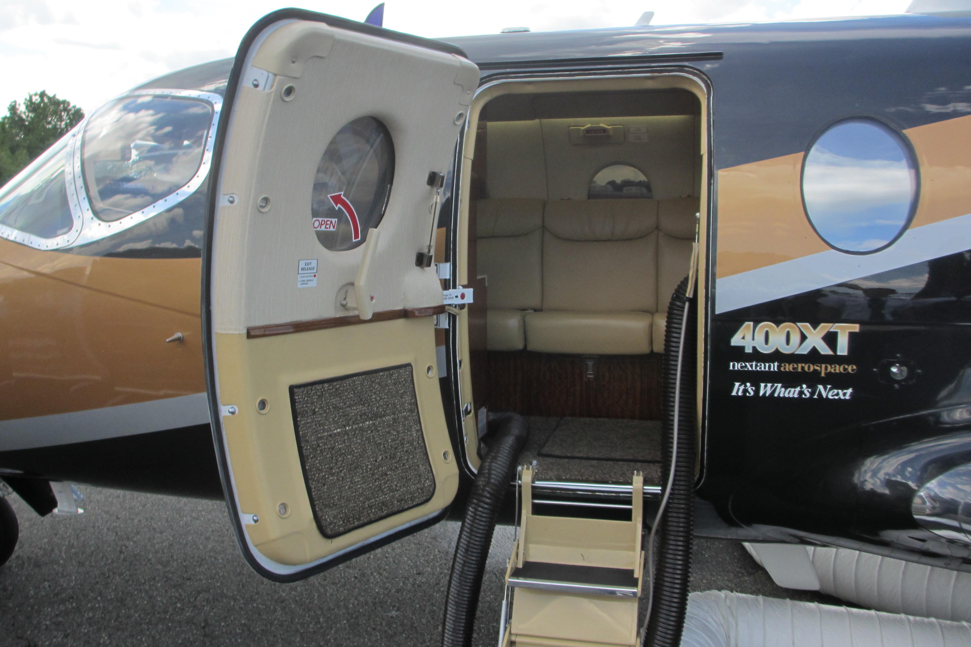FileNextant 400XT exterior door.jpg & File:Nextant 400XT exterior door.jpg - Wikimedia Commons pezcame.com