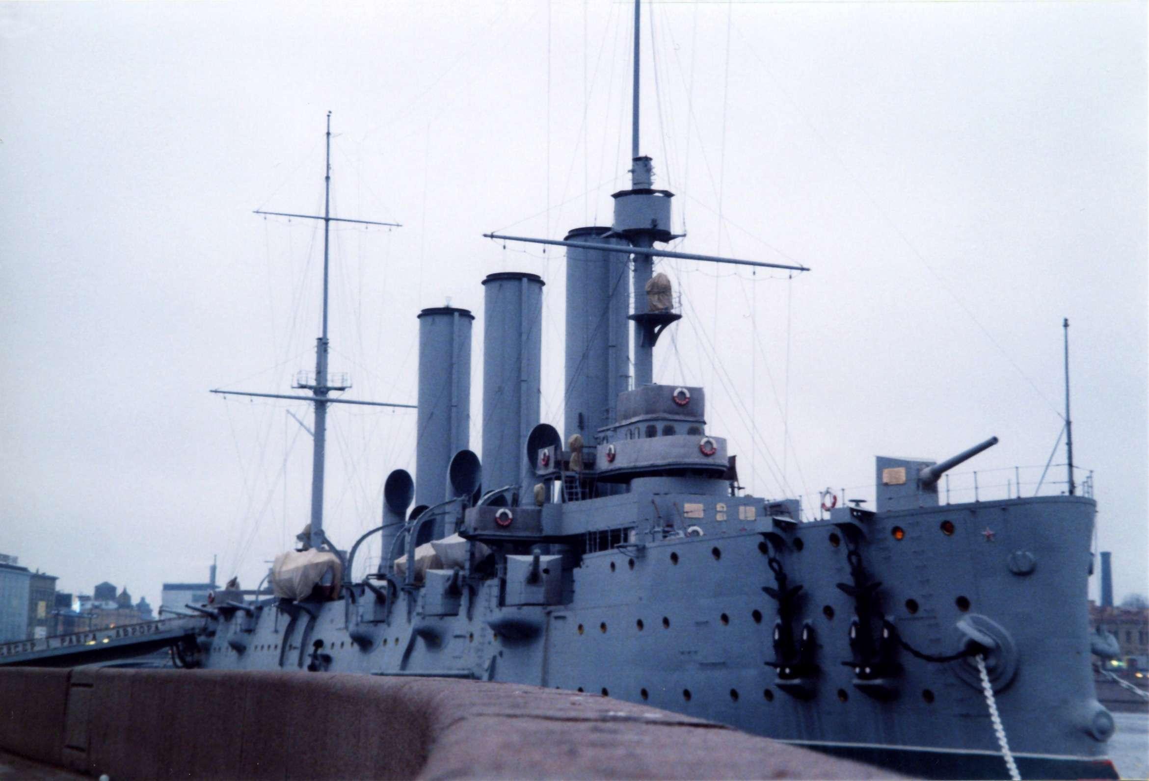 File:Panzerkreuzer Aurora St Petersburg 2002.jpg ...