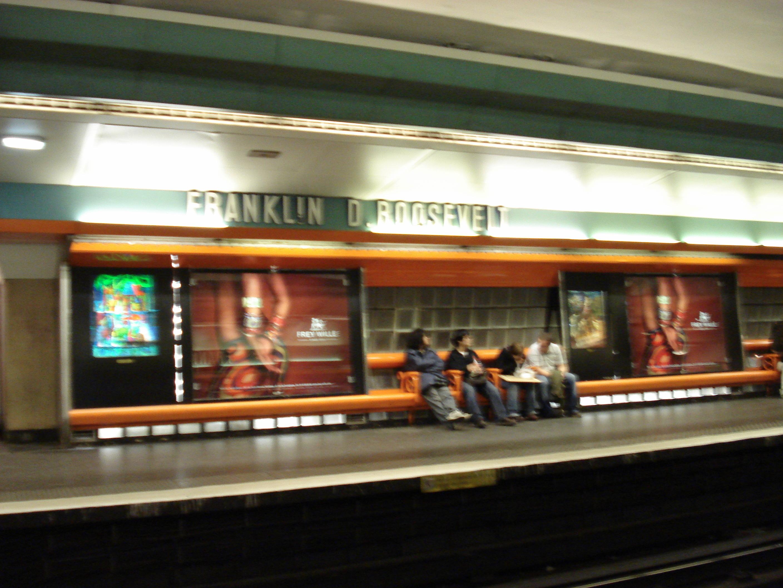 Paris Metro - Ligne 1 - Franklin D Roosevelt - Avant renovation.jpg Station Franklin Roosevelt Date 18 February 2007, 14:37 Source Station
