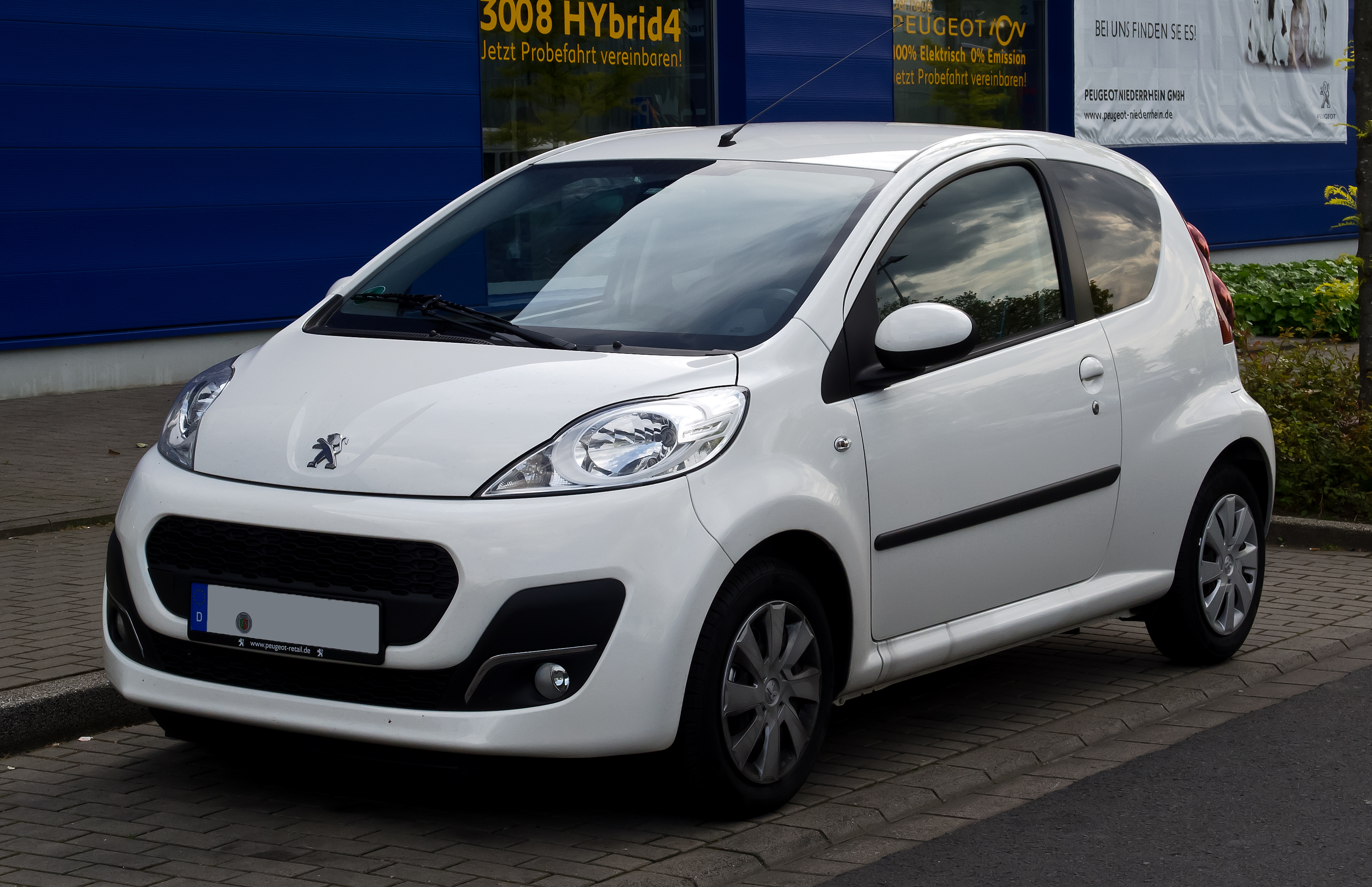 file peugeot 107 68 active 2 facelift frontansicht 19 mai 2012 d. Black Bedroom Furniture Sets. Home Design Ideas