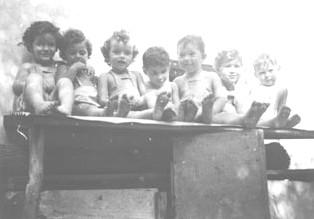 קובץ:PikiWiki Israel 5339 First kibbutz children.jpg ... Pictures Kibbutz Hahotrim