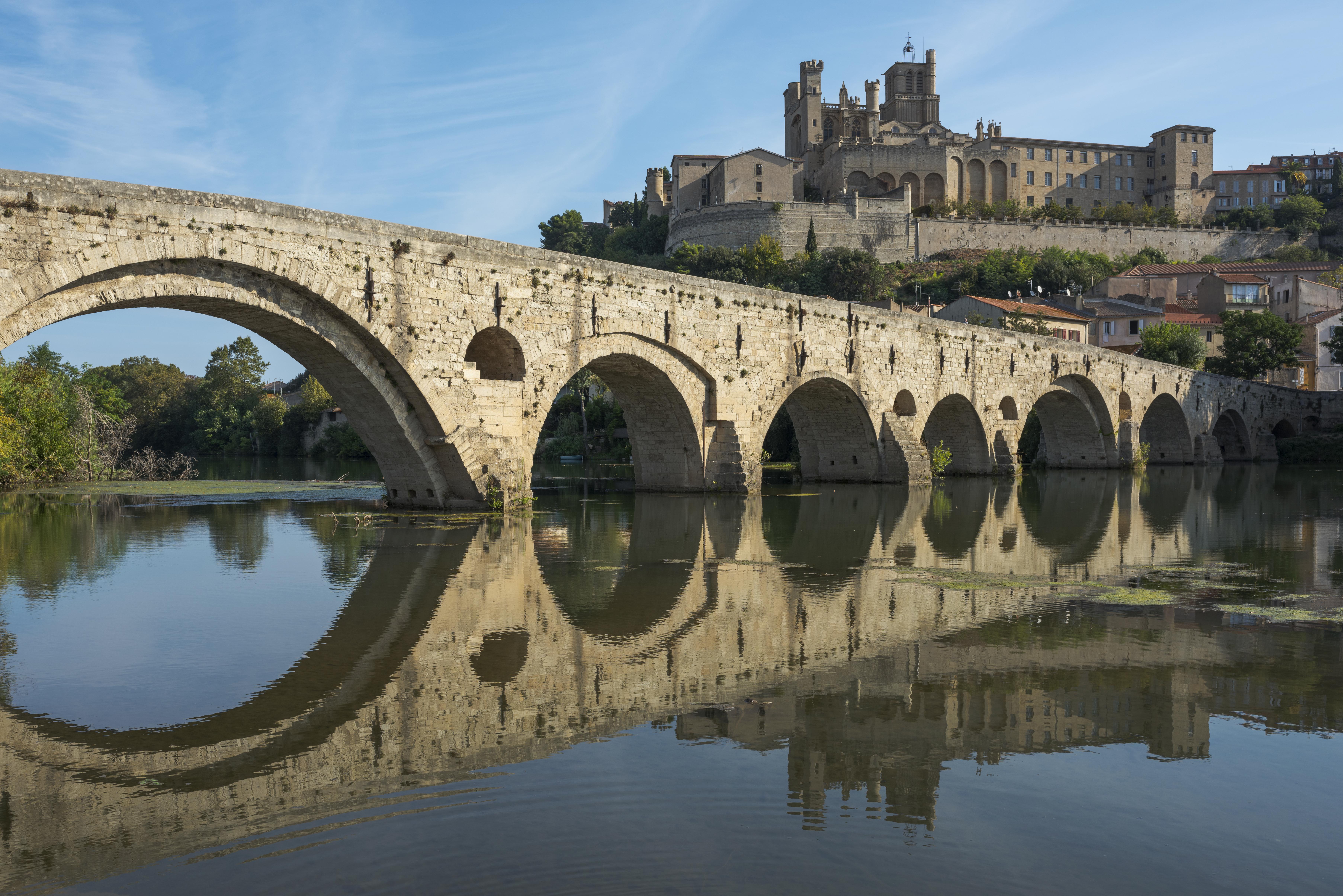 In And Out Beziers file:pont vieux et cathédrale saint-nazaire de béziers cf02