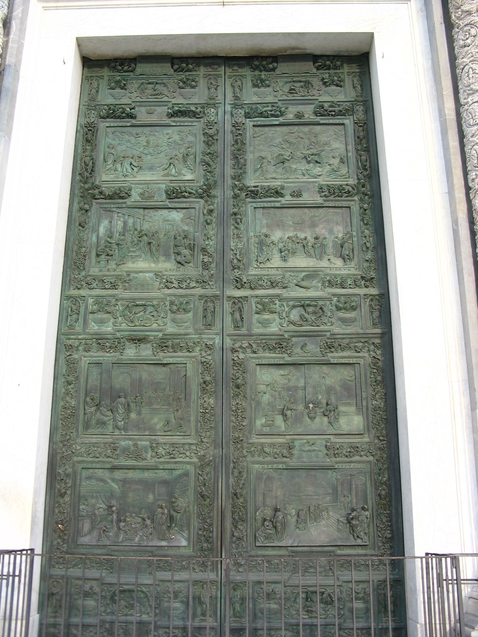 File puerta central de entrada de la catedral de pisa - Puerta de entrada ...