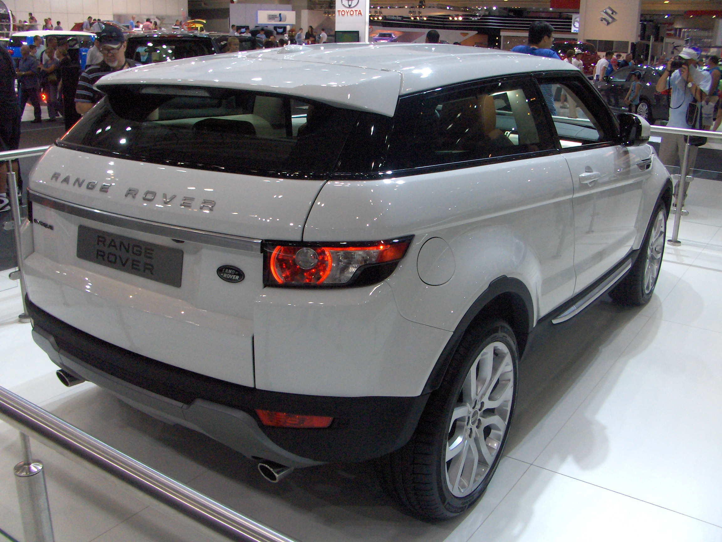 Range Rover Evoque Build Your Own >> File:Range rover evoque rear - AIMS.JPG - Wikimedia Commons