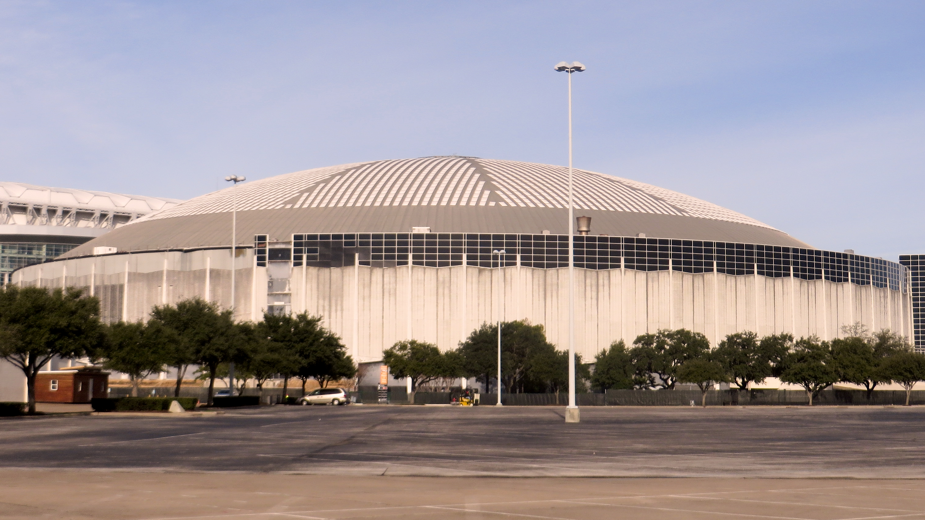 [Image: Reliant_Astrodome_in_January_2014.jpg]