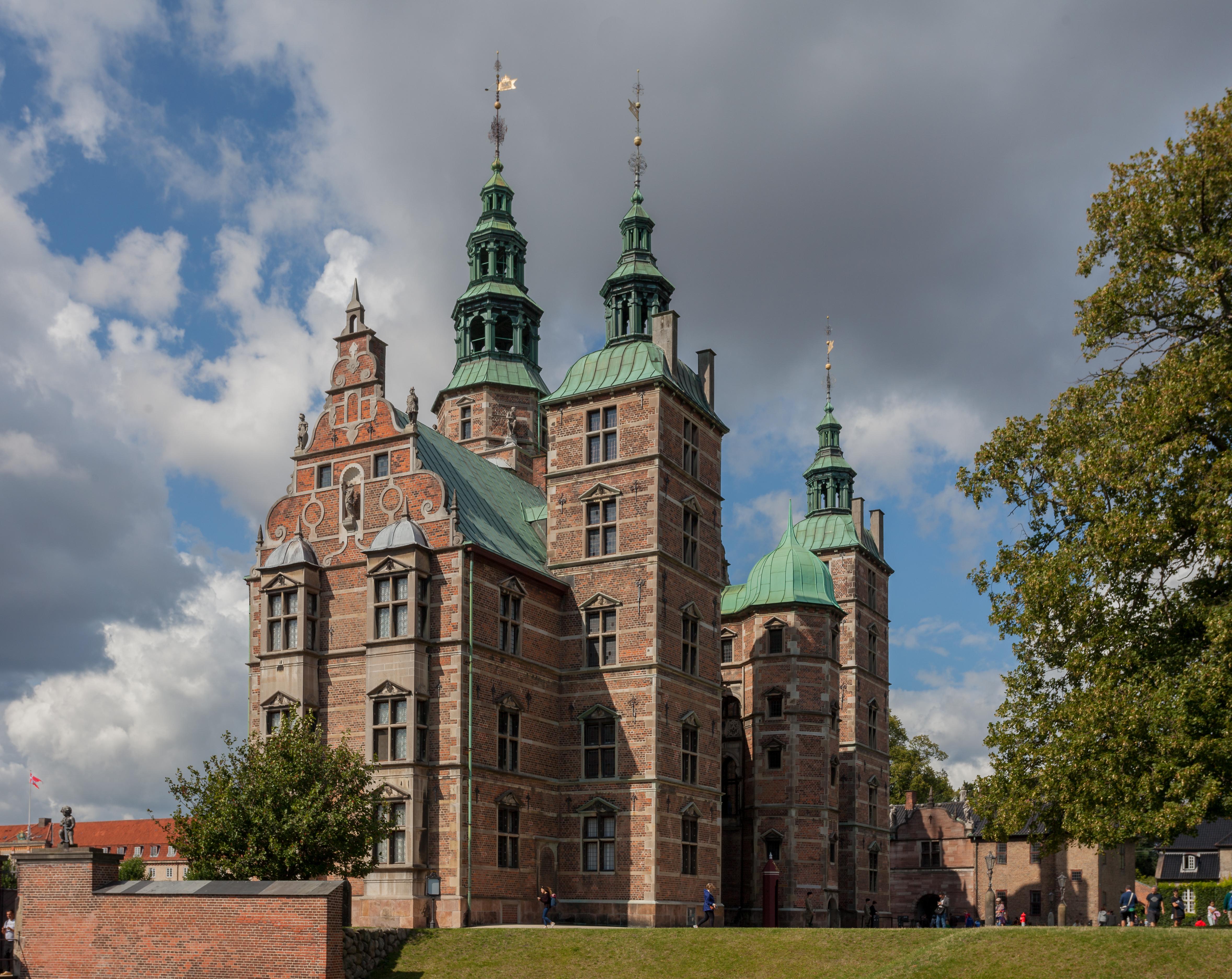 Rosenborg Castle in Copenhagen2.jpg