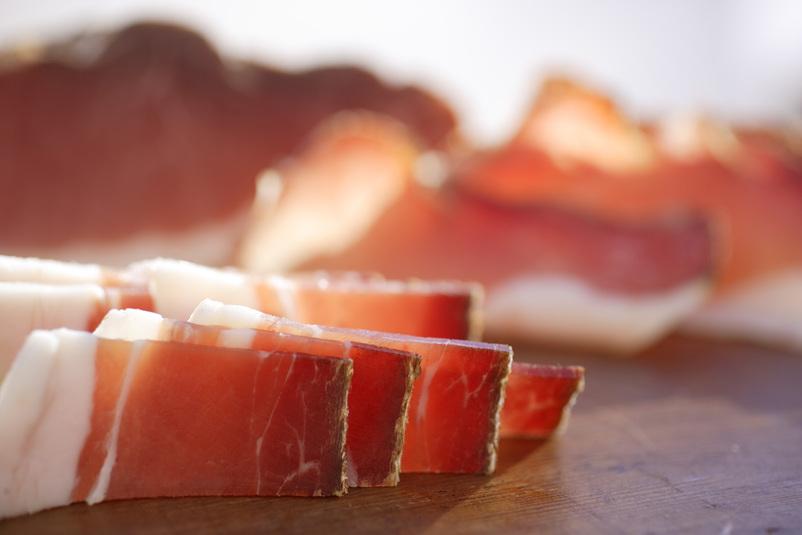 Σπεκ (speck) - το ιδανικό αλλαντικό για τα τορτελίνι με κρέμα