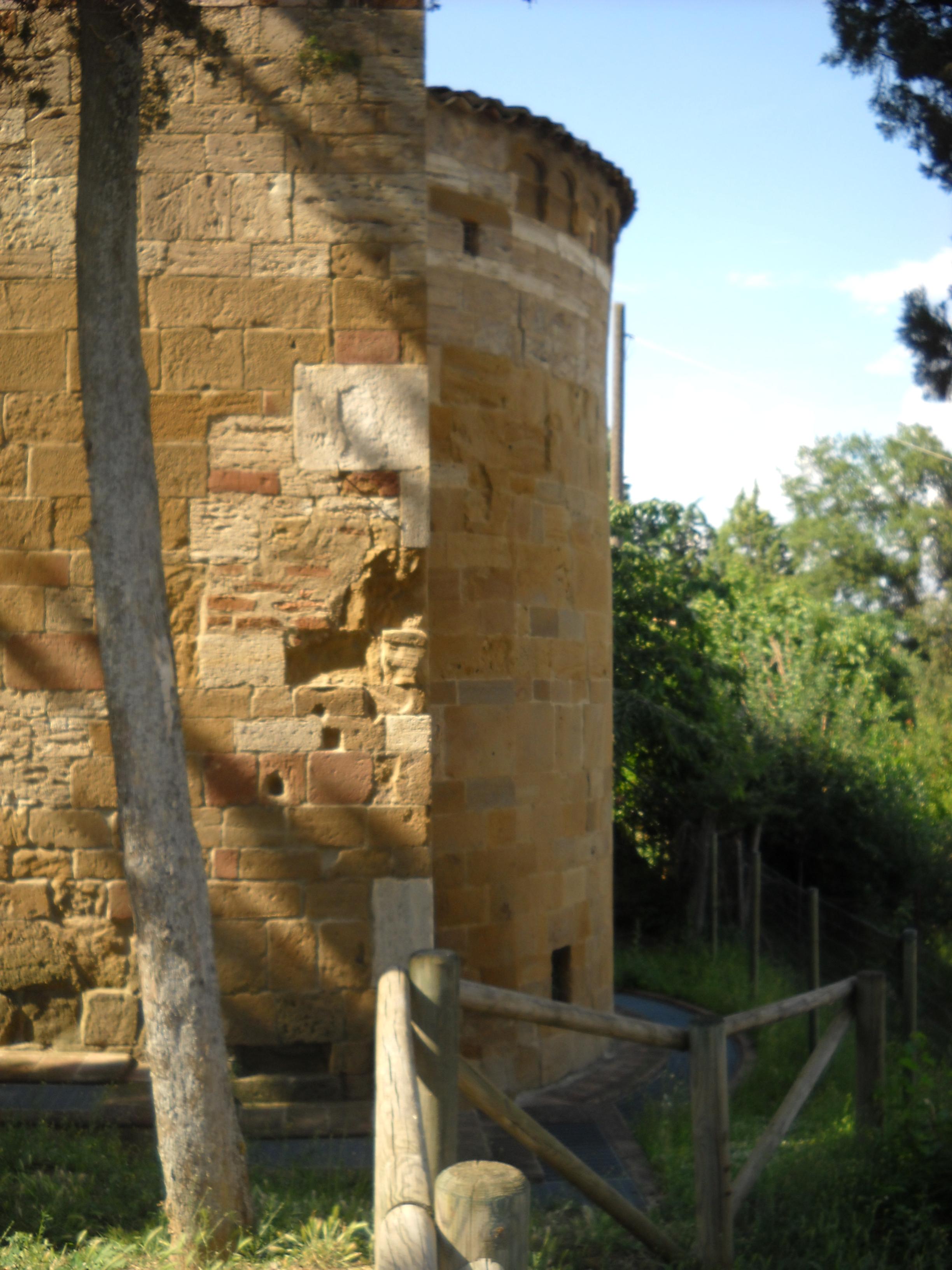 San Giovanni d'Asso, chiesa di San Pietro in Villore, abisde.jpg