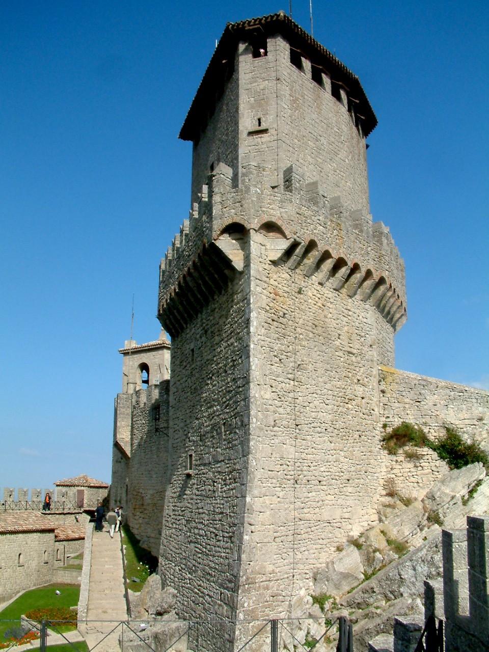 Prima Torre - Wikipedia
