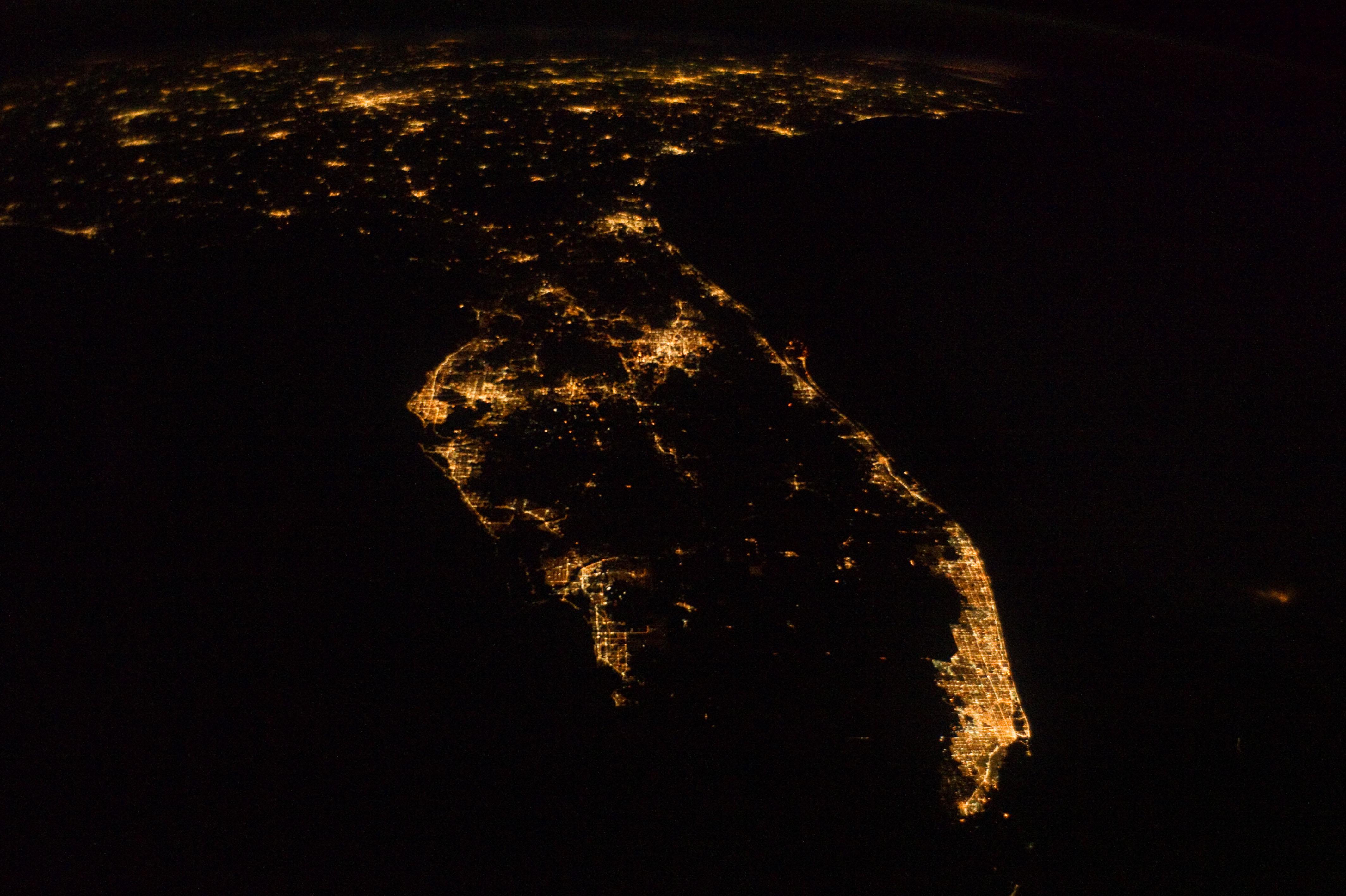 просматриваю ночной крым из космоса фото эпоху