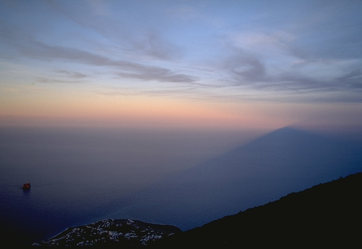 File:Stromboli-shadow-stretches-over-tyrrhenian-sea.png