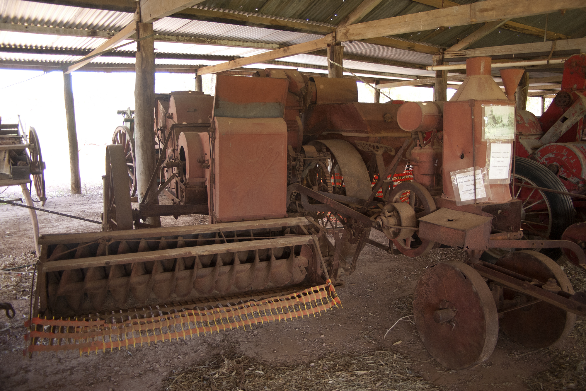 File:Sunshine Rice Combine Harvester jpg - Wikimedia Commons