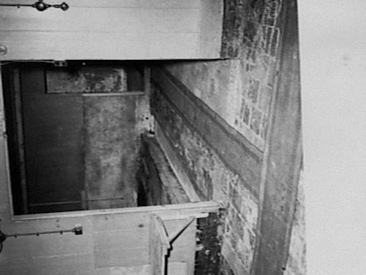 File:Tegelvloer en houten wanden nr. L 7488 - Wogmeer - 20489015 - RCE ...