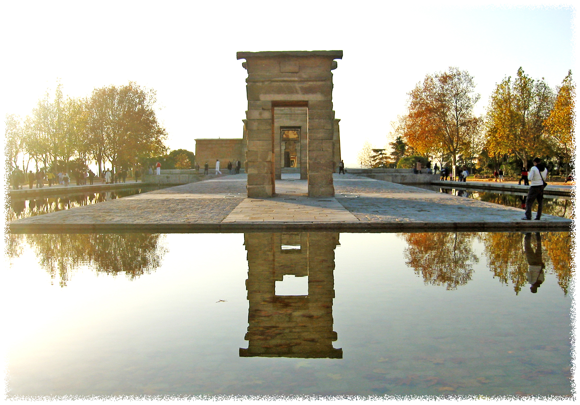 File:Templo de Debod (Madrid) 08.jpg