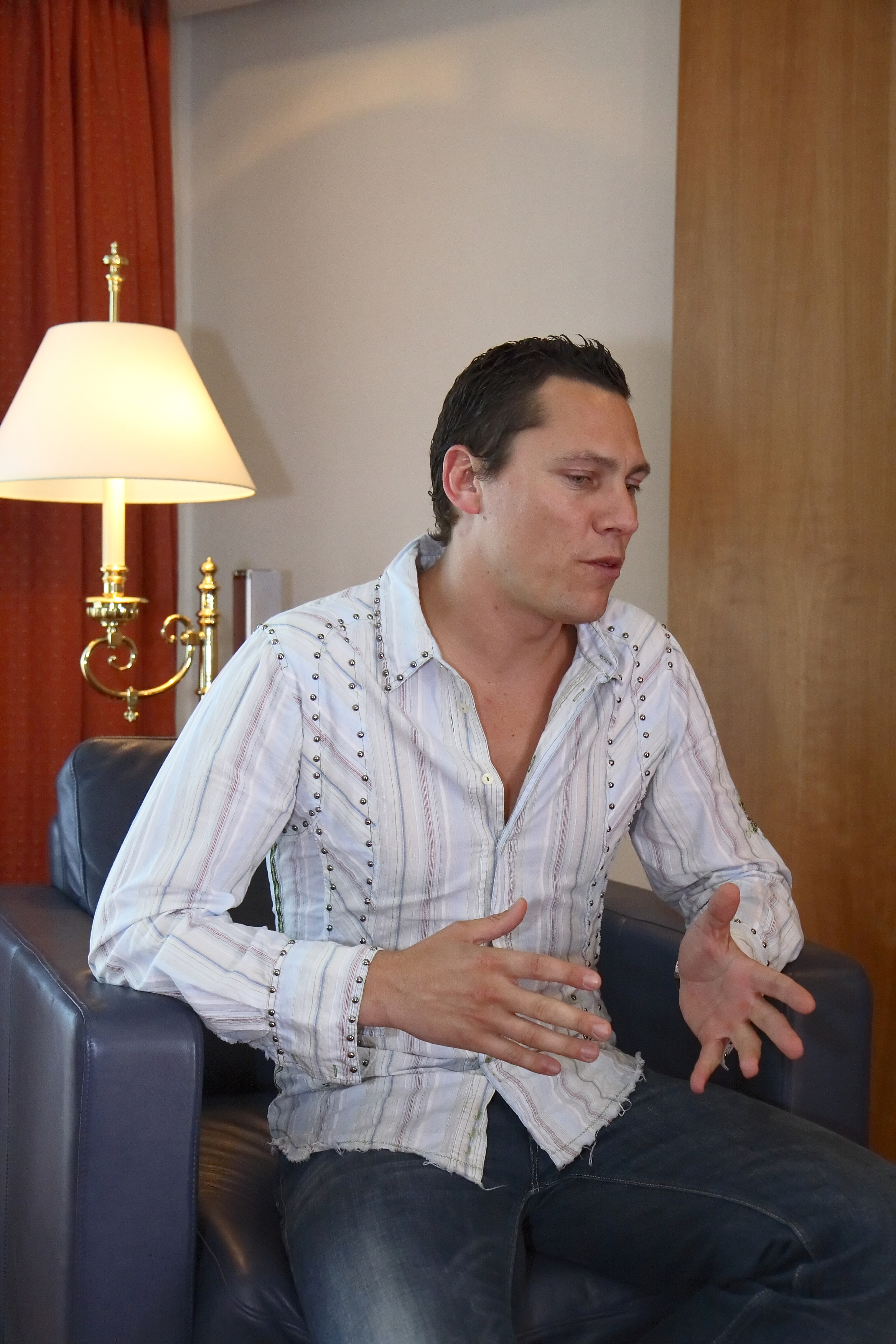 The 49-year old son of father (?) and mother(?) DJ Tiësto in 2018 photo. DJ Tiësto earned a unknown million dollar salary - leaving the net worth at 75 million in 2018