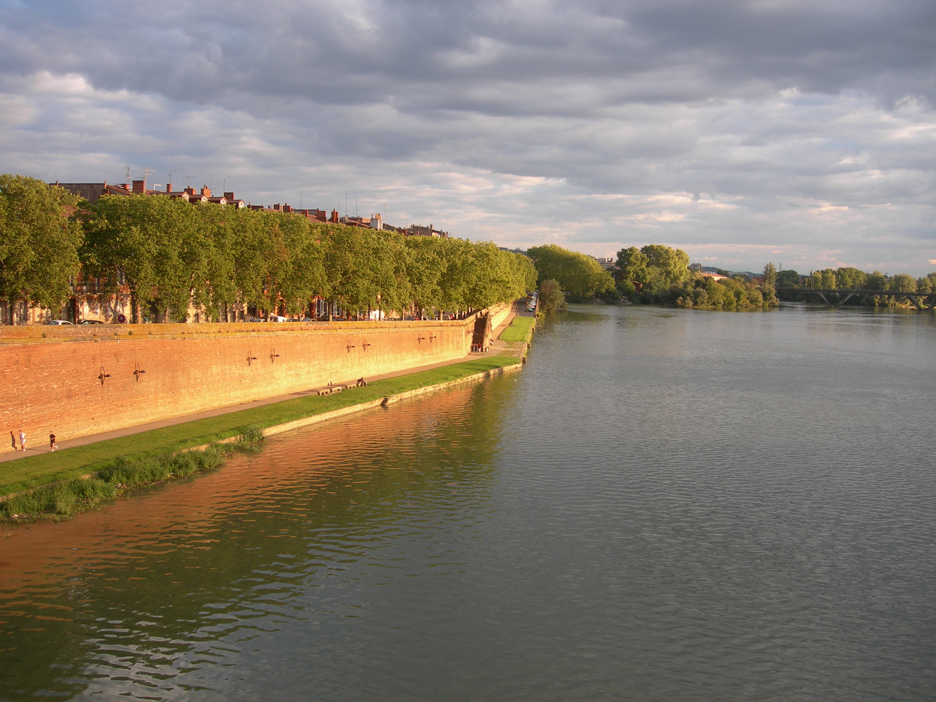 FileToulouse quai de tounis vu du pont neufjpg