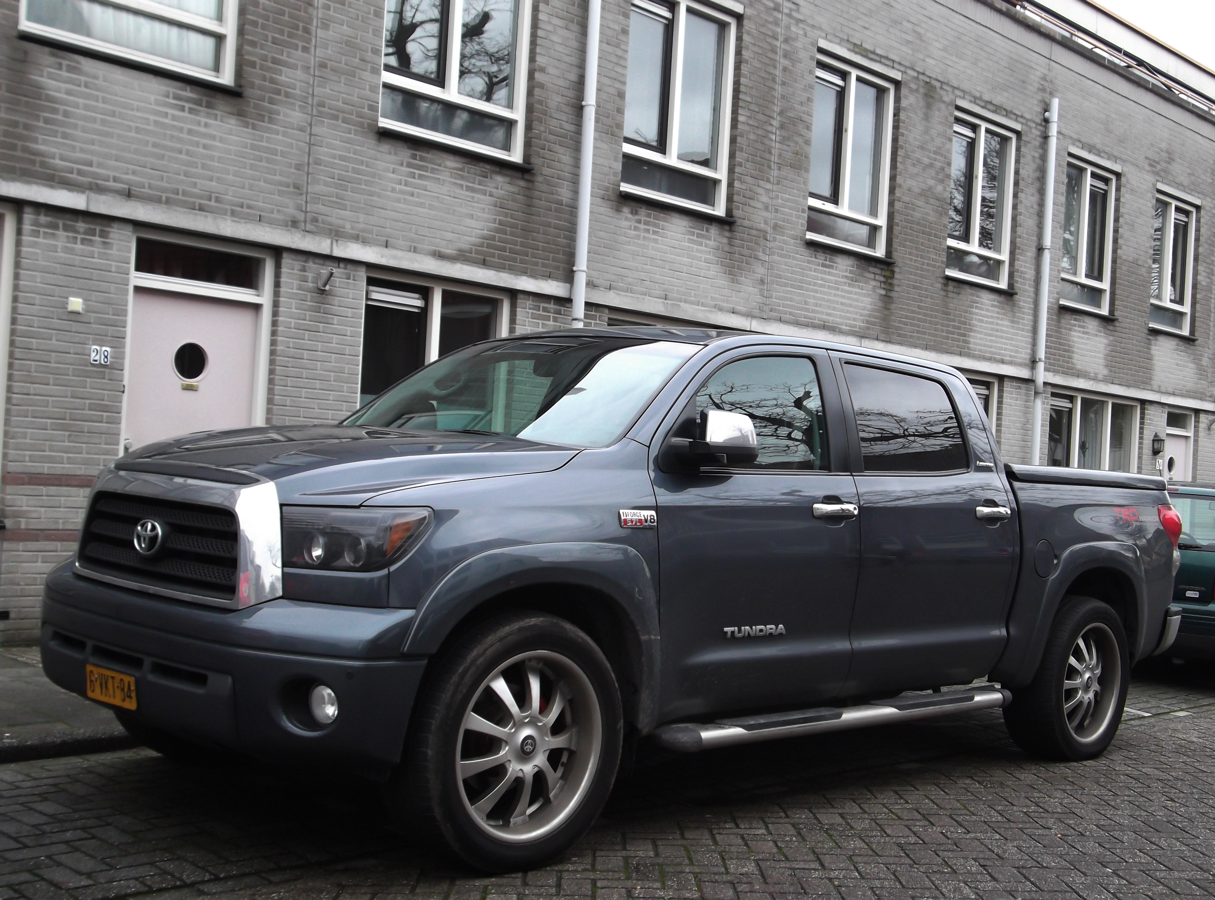 https://upload.wikimedia.org/wikipedia/commons/0/06/Toyota_Tundra_%22TRD_Rock_Warrior%22_%2811840639606%29.jpg