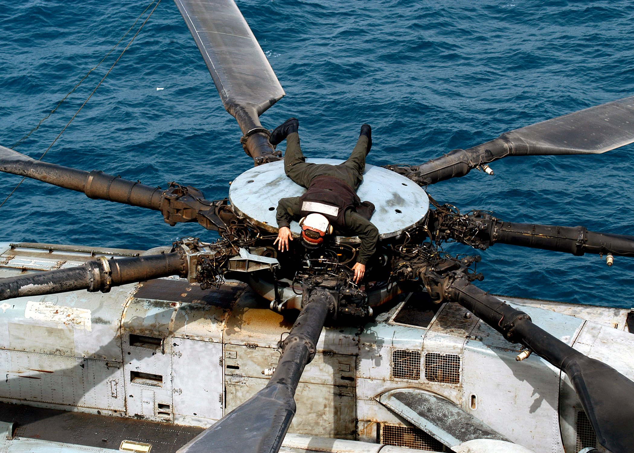 File:US Navy 030324-N-4048T-018 A U.S. Marine Aviation Maintenance ...