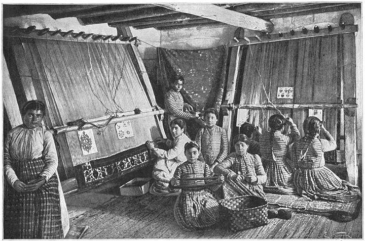 دخترهای ارمنی در حال بافتن فرش در شهر وان ارمنستان غربی سال ۱۹۰۷م