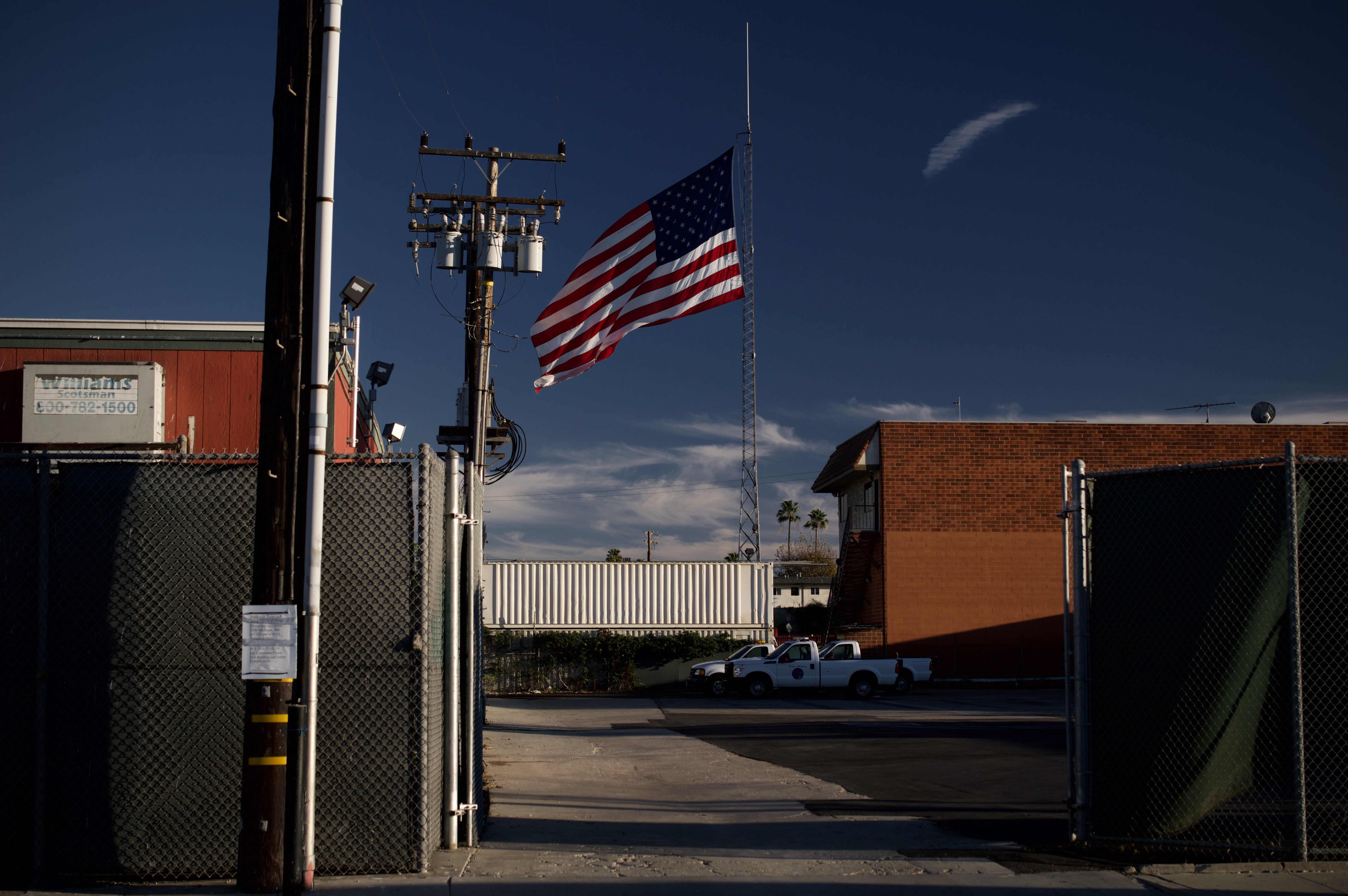 File:Views around Los Angeles with the American flag 02.jpg