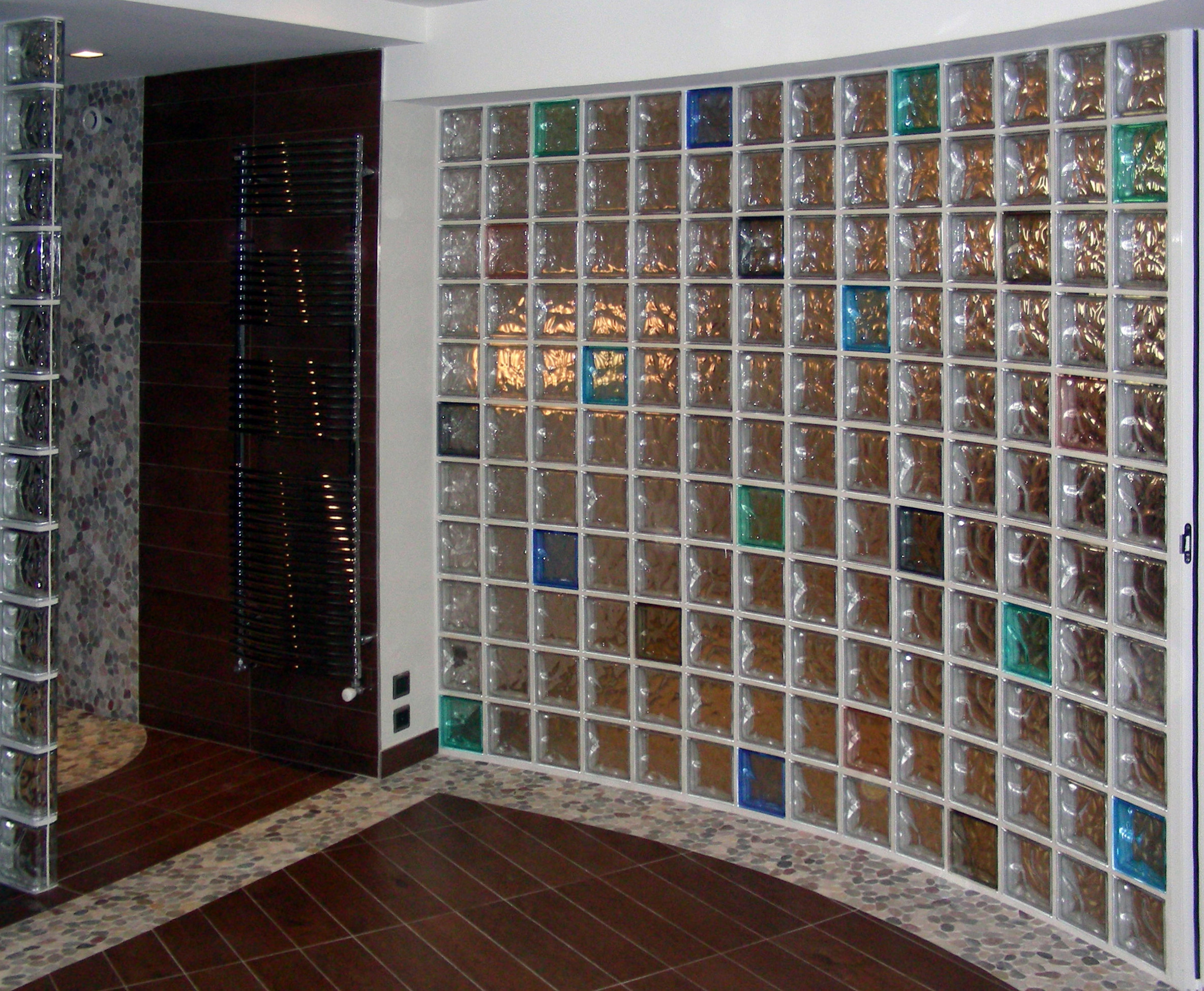 File wall rounded glass wikimedia commons - Glass bricks designs walls ...