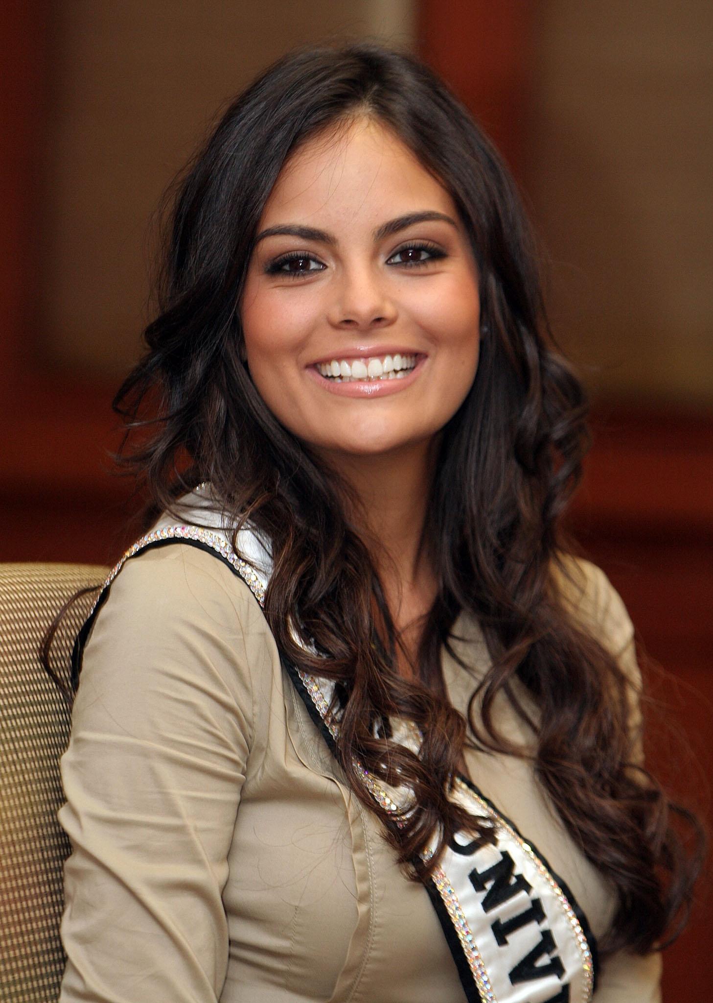 Las mezclas amerindias y europeas - Mestizas y mestizos Ximena_Navarrete_-_Miss_Universe_2010