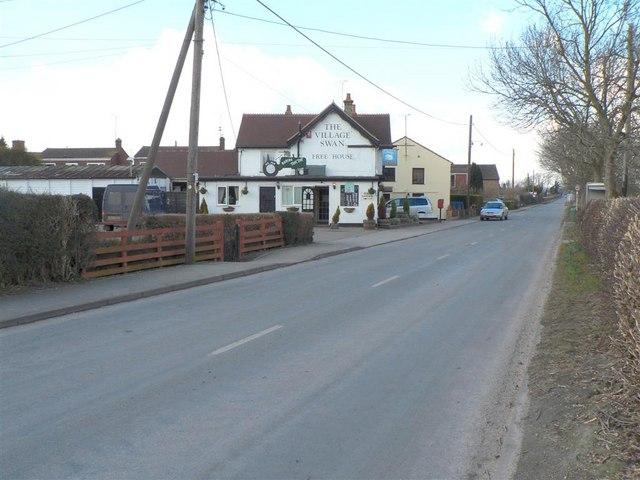 """The Village Swan"", Ivinghoe Aston - geograph.org.uk - 131744"