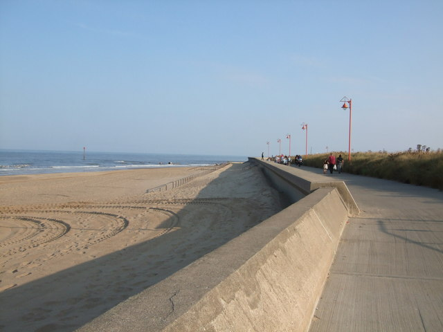 Lovely Sand Walks 50m from the Bungalow - Rooms in Mablethorpe - Sea Breeze  Bungalow