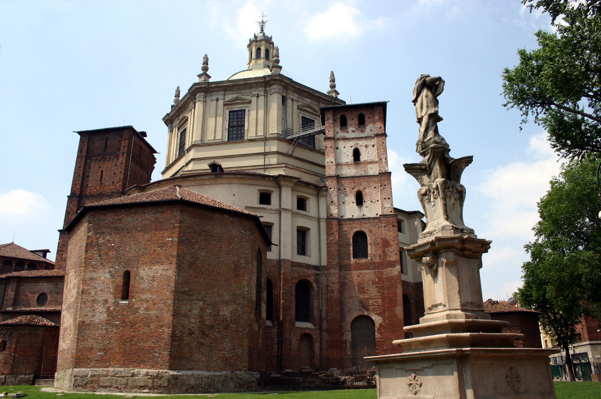 http://upload.wikimedia.org/wikipedia/commons/0/07/1568_-_Milano_-_Absidi_di_san_Lorenzo_-_Foto_Giovanni_Dall%27Orto_-_18-May-2007.jpg