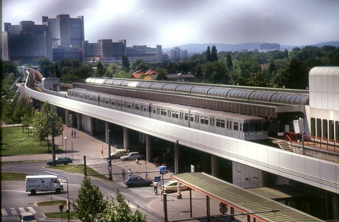 File193l31110590 Blick Vom Parkhaus Donauzentrum Endstelle Der U