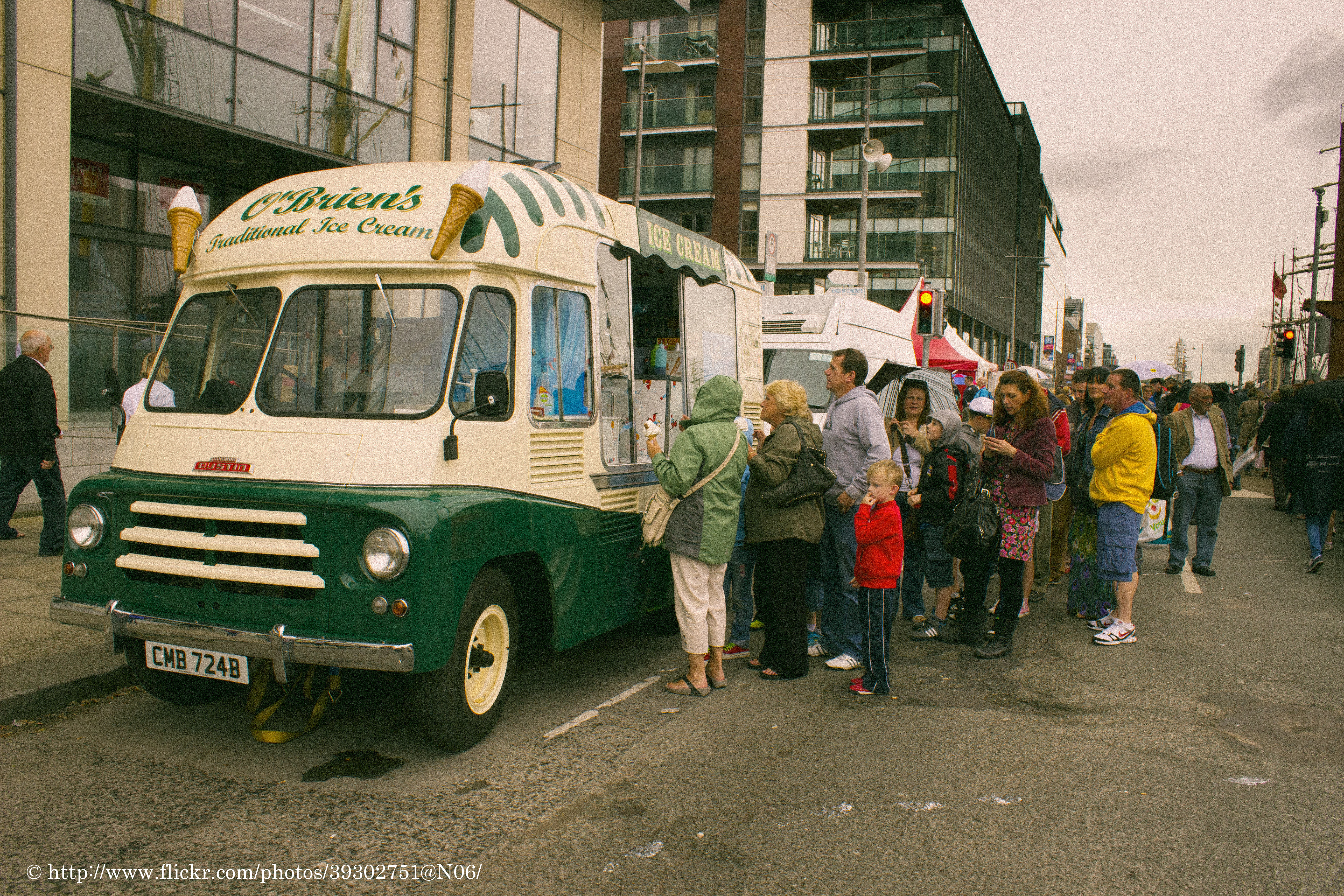 bf85c7f7c0 File 1964 Austin LD Ice Cream Van (8159170387).jpg - Wikimedia Commons