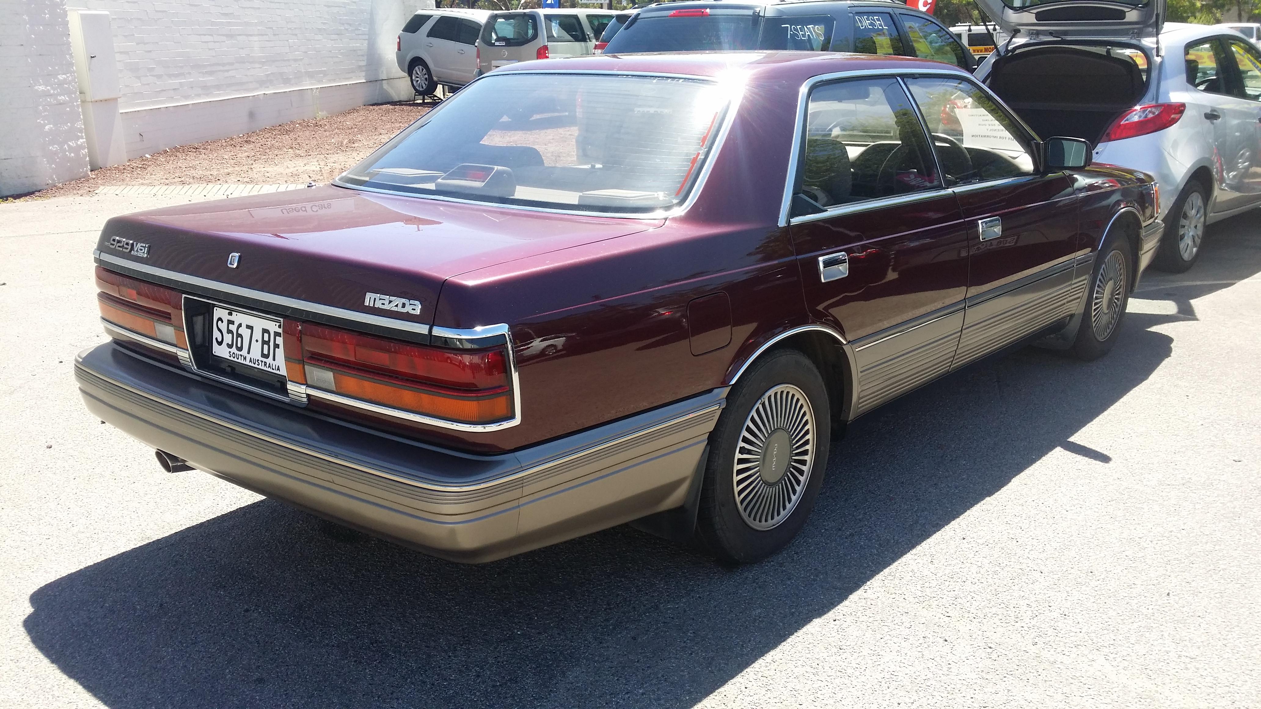 File:1990 Mazda 929 V6i - 33,000km (16612888259).jpg