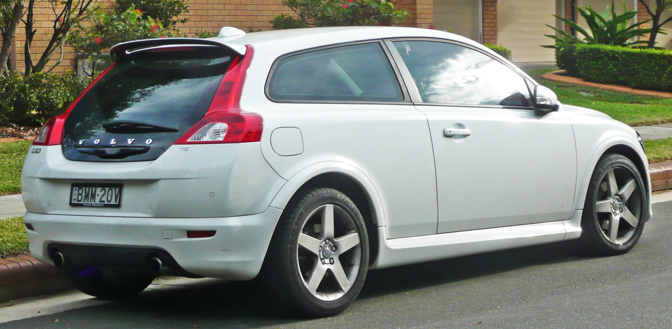 File:2008-2009 Volvo C30 T5 hatchback 02.jpg - Wikimedia Commons