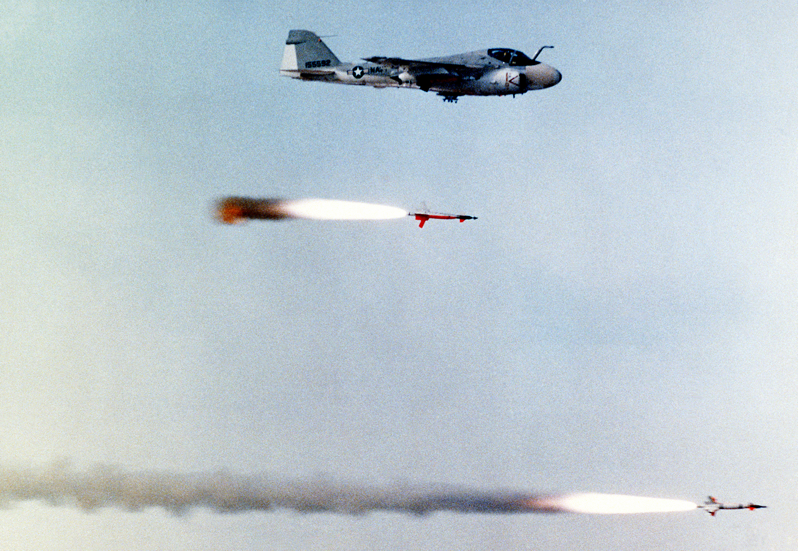 http://upload.wikimedia.org/wikipedia/commons/0/07/AGM-123_Skipper_II_with_chasing_A-6_Intruder.jpg