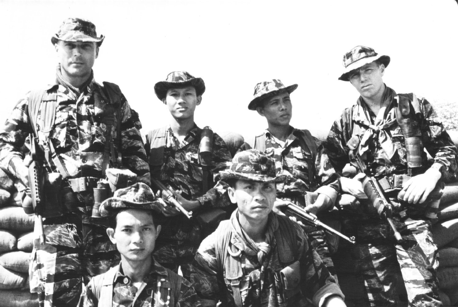 https://upload.wikimedia.org/wikipedia/commons/0/07/ARVN_and_US_Special_Forces.jpg