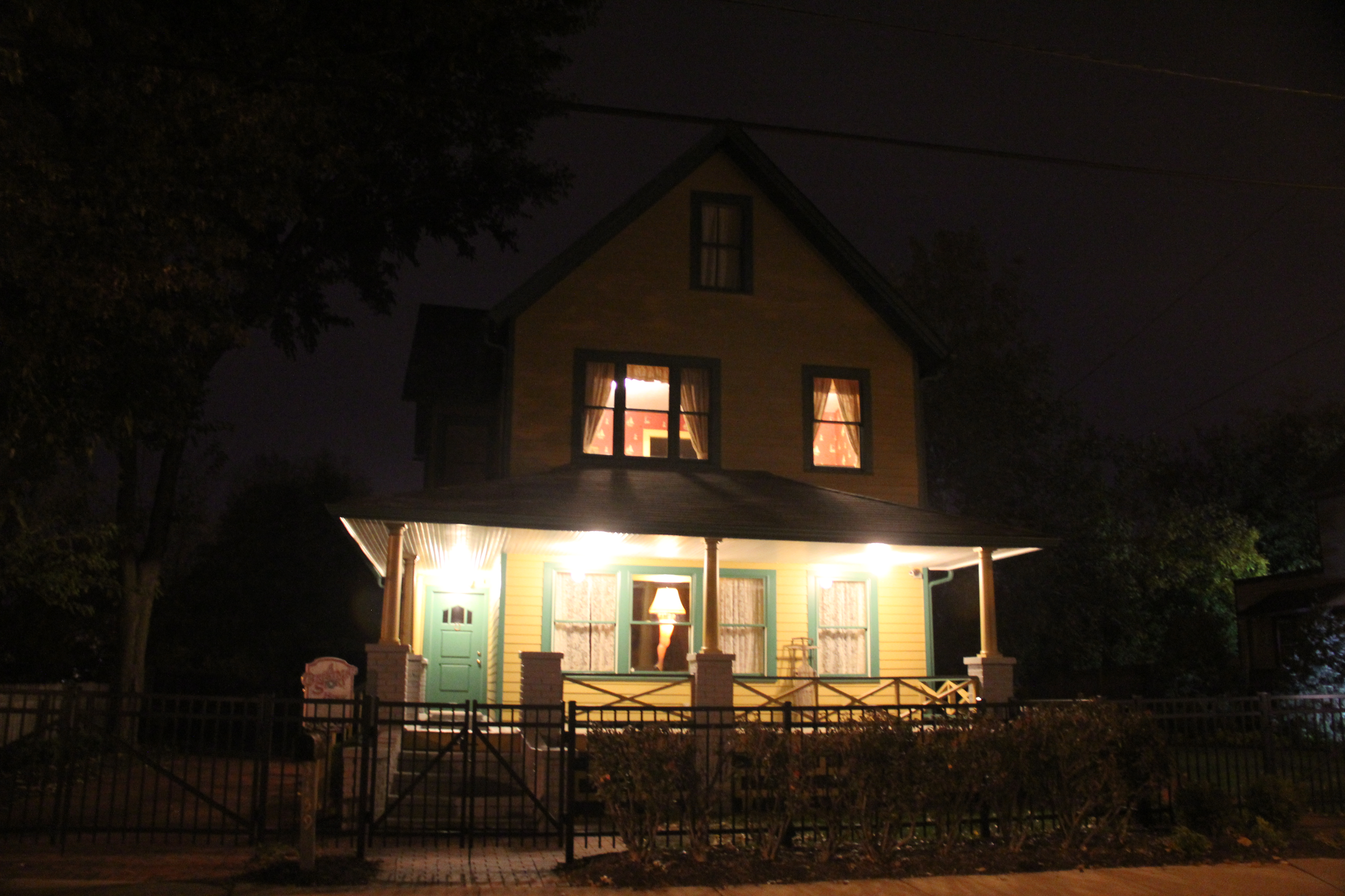 filea christmas story house cleveland at night 14996961813jpg