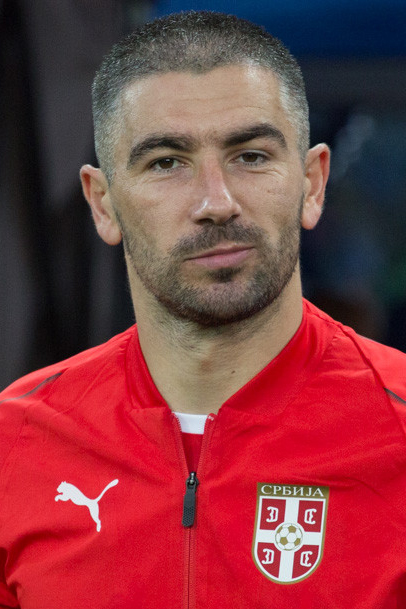 Photo de Aleksandar Kolarov avec un hauteur de 187 cm et à l'age de 34 en 2020