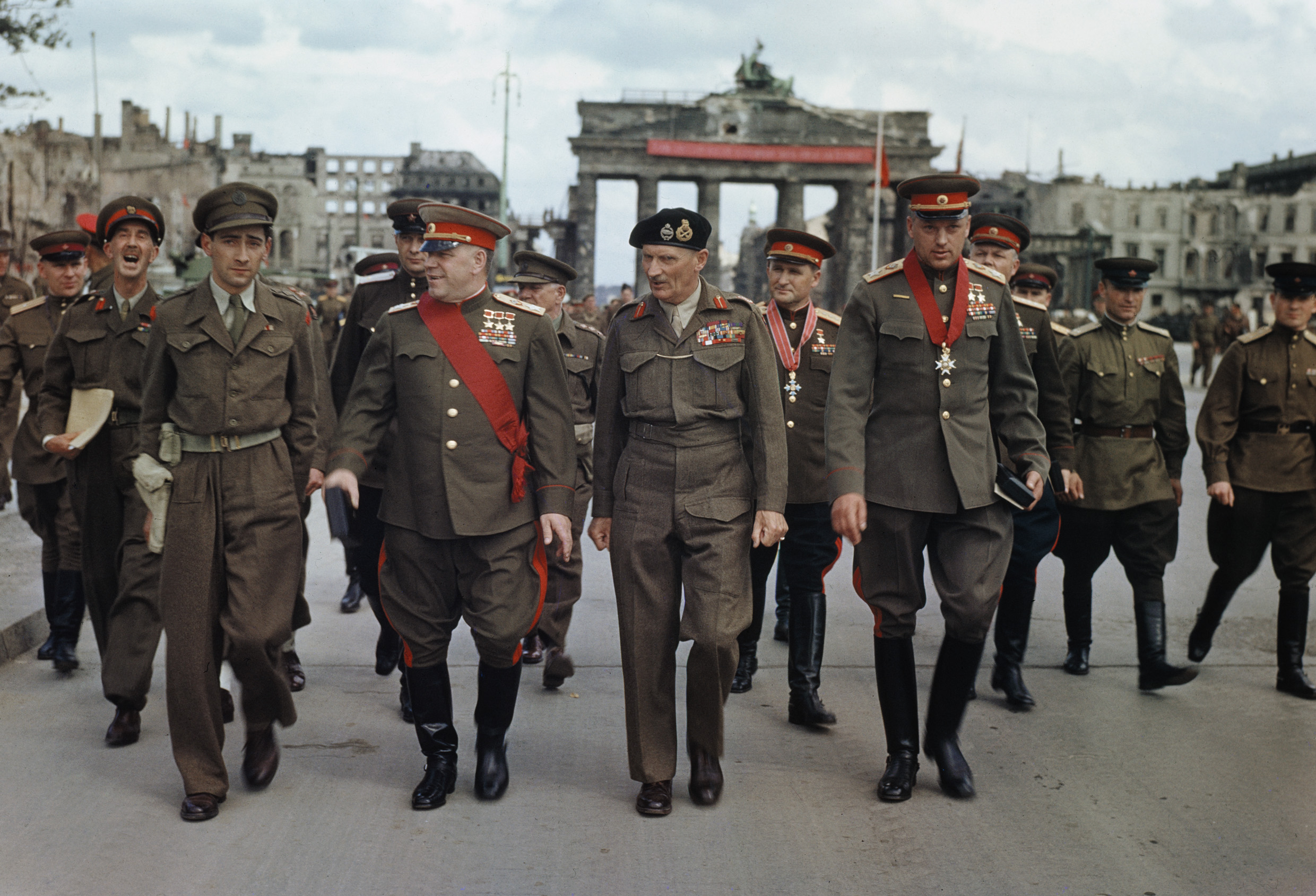 File:Allies at the Brandenburg Gate, 1945.jpg