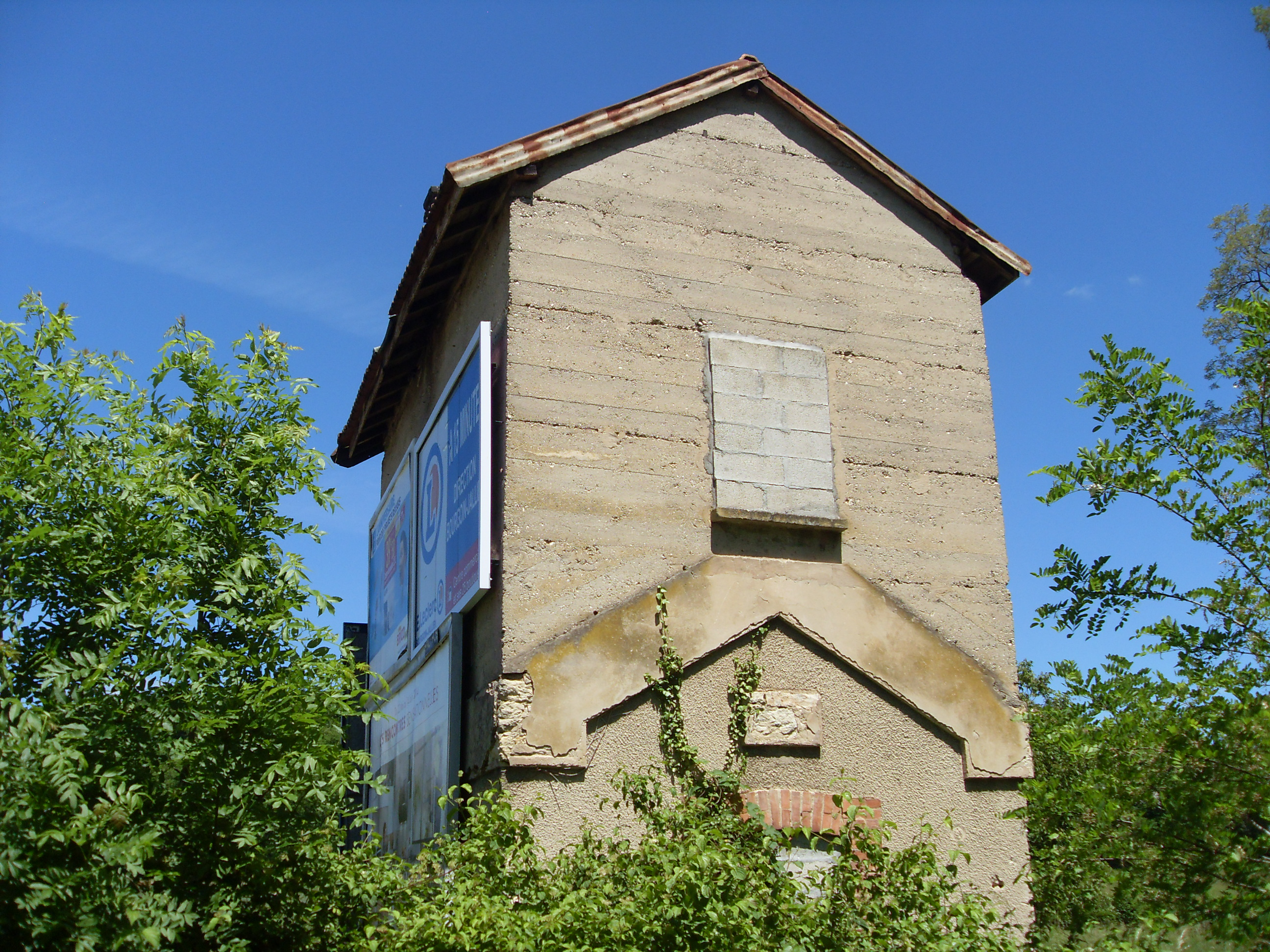 File list wikimedia commons for Ancienne maison des gardes lourmarin france