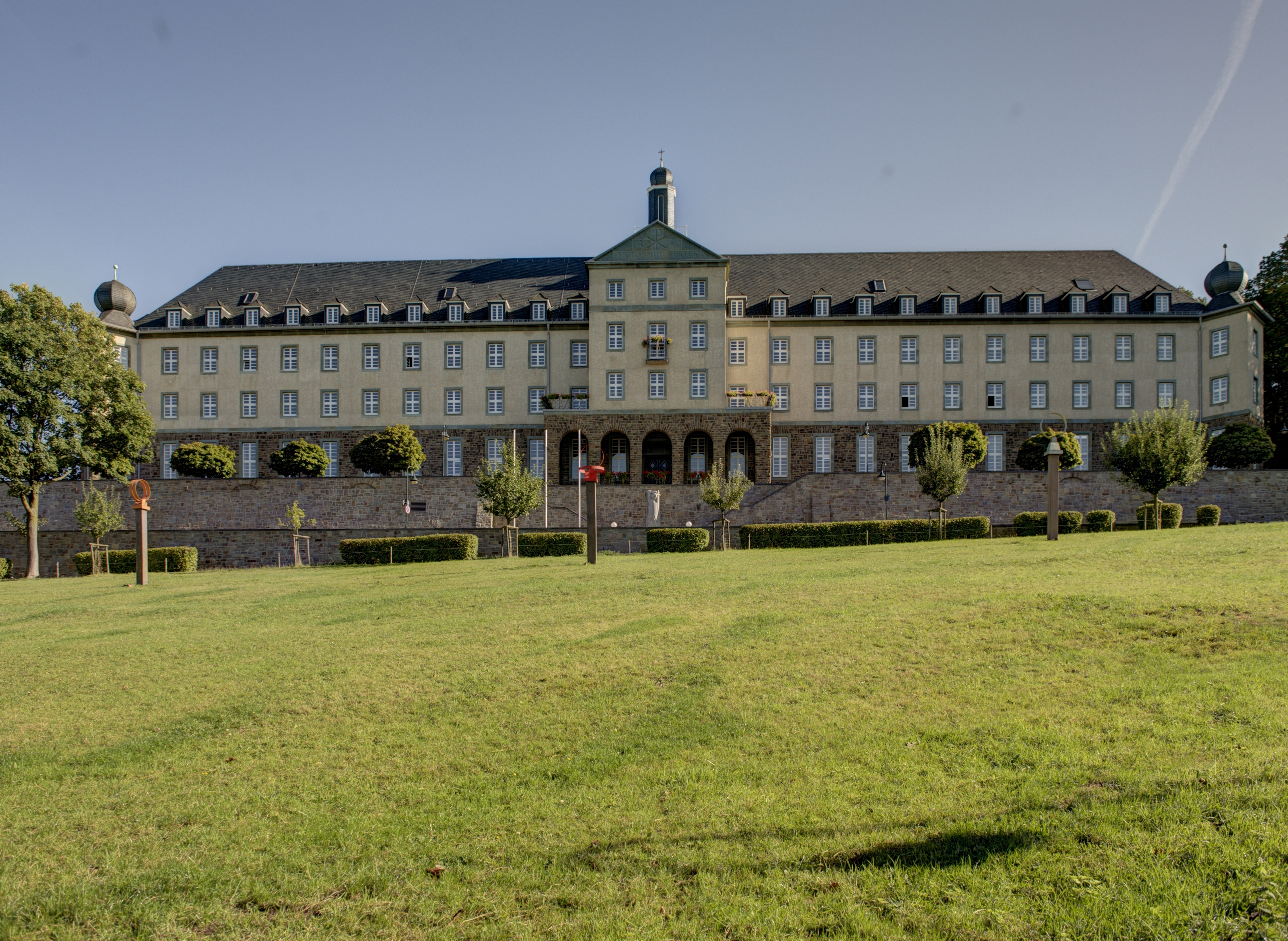 Datei Bensberg Kardinal Schulte Haus Denkmal 71 b ShiftN