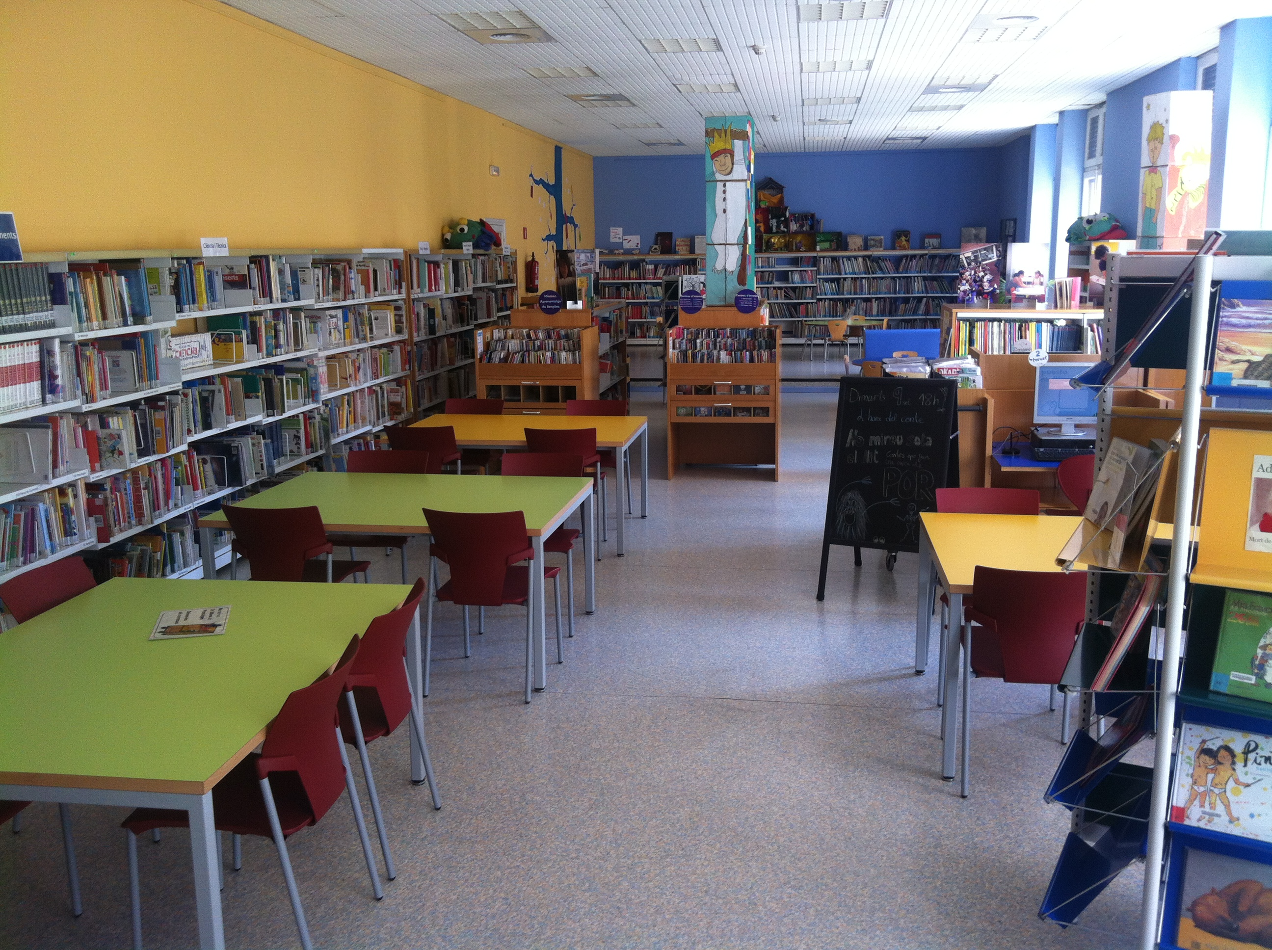 File biblioteca p blica de tarragona sala infantil jpg for Sala 0 tarragona