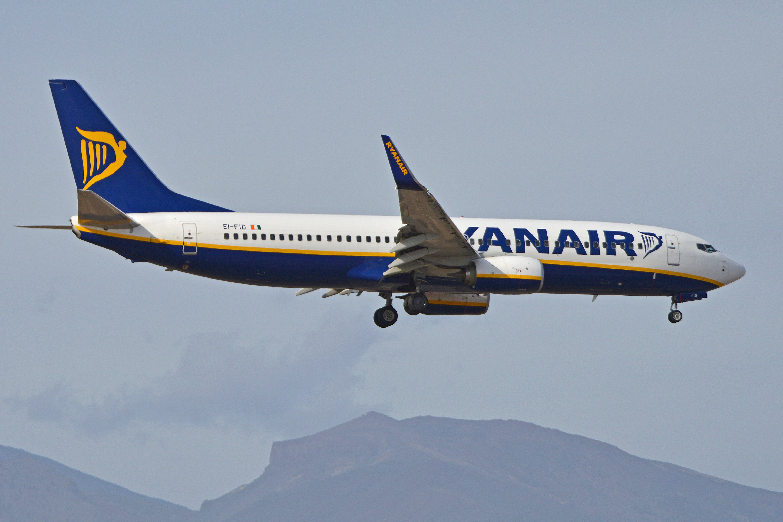 Boeing_737-8AS%28w%29_%E2%80%98EI-FID%E2%80%99_Ryanair_%2824704386900%29.jpg?profile=RESIZE_710x